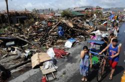 litter in Tacloban